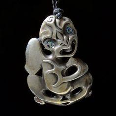 Stylized Figure Pendant by Lewis Tamihana Gardiner Polynesian Art, Polynesian Culture, Cross Cultural Communication, Maori People, Maori Designs, Tiki Art, New Zealand Art, Maori Art, Bone Carving