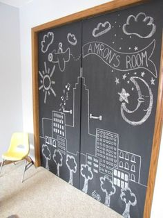 Wispy House: DIY Chalkboard Closet Doors - This would be amazing in a playroom/kids room. Paint door with chalk paint. You could even add a magnetic primer under the chalk paint. Closet Doors Painted, Folding Closet Doors, Bedroom Closet Doors, Painted Doors, Closet Paint, Porta Diy, Ideas Armario, Closet Door Makeover, Boys Closet