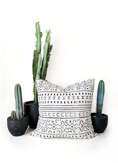 Flawless 50+ Best Mudcloth Pillows https://decoratoo.com/2017/07/13/50-best-mudcloth-pillows/ Ethnic-Eclectic can be hard to determine at first due to its very nature. African mudcloth is also referred to as bogolan. African mudcloth is also called bogolan.