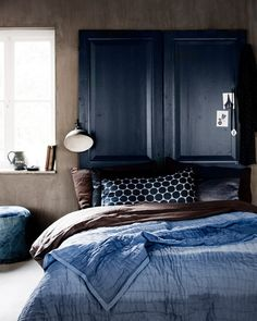 I love love love the color scheme for this room. Hell I just love the room! Blues and browns are some of my favorite color combos.