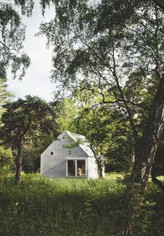 Summer house on Gotland designed by Swedish architecture studio Dinelljohansson. Nature Architecture, Architecture Design, Building Architecture, Installation Architecture, Contemporary Architecture, A Frame Cabin, Cabins And Cottages, Cabins In The Woods, Little Houses