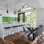 Modernist Mid-Century Inspired Family Home With Beautiful Horizontal Roof Planes Modern Family, Home And Family, 1950s House, Modern Mansion, Interior Decorating, Interior Design, Mid Century Style, Modern House Design, Brisbane