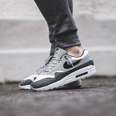 Nike Airmax 1 x Wolf Grey Dope or Nope? Air Max 1, Hypebeast, Snicker Shoes, Air Max Sneakers, Sneakers Nike, Swag Shoes, Streetwear, Latest Sneakers, Nike Flyknit