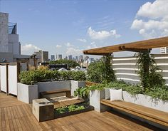 Stylish-rooftop-garden-exterior.  Interesting integration of vertical surfaces and a water element