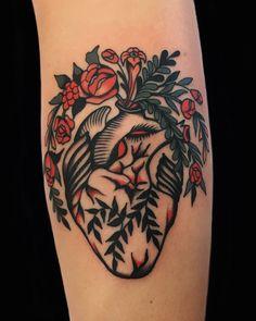 Tattoos/Piercings Tattoo artist Chingy Fringe, color old school , traditional tattoo & Australia Tattoo artist Chingy Fringe, color old school , traditional tattoo & Australia Tattoos Skull, Body Art Tattoos, New Tattoos, Sleeve Tattoos, Cool Tattoos, Styles Of Tattoos, Arrow Head Tattoos, Inner Wrist Tattoos, Flash Tattoos