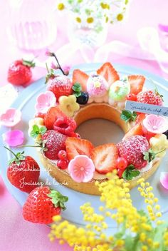 Fruit Ice Cream Wallpaper - Wallpaper World Japanese Cake, Japanese Sweets, Pretty Cakes, Cute Cakes, Fruit Ice Cream, Delicious Desserts, Yummy Food, Kawaii Dessert, Cream Wallpaper