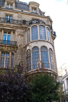 Parc Monceau Quarter, 7 rue Rembrandt - my bus on the commute home passed by here & I always wanted a peek inside!