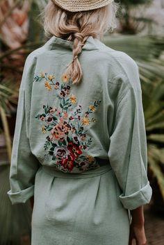 Le Voyage Kimono // The Flower in Sea Green Hippie Mode, Hippie Style, Bohemian Style, Mode Russe, Moda Kimono, Green Kimono, Look Fashion, Fashion Tips, Hippie Fashion
