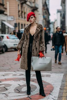 """These Milan Fashion Week Street Style Moments Will Have You Saying, """"What Runway? Milan Fashion Week Street Style, Milan Fashion Weeks, Autumn Street Style, Winter Mode, Street Outfit, Mode Inspiration, Coats For Women, Korean Fashion, Ideias Fashion"""