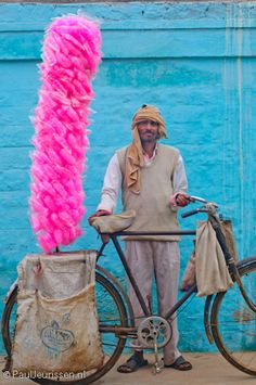 Cotton Candy vendor | In India, Cotton Candy is known as 'Buddhi ke baal' (Old woman's hair) or Bombay Mithai #India