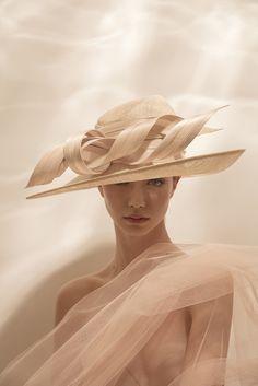 Get your Easter Bonnet gorgeous hats on our Irish Spa Spring Break by Irish hat designer London Philip Treacy, Retro Fashion, Fashion Show, Fashion Hats, Chip Hat, Fancy Hats, Fendi, Dress Hats, Fashion Images