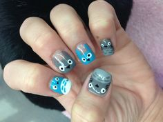 Totoro nail design!! Eileen must do this for meeeeee!!
