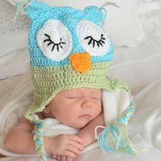 Gorro bebé buho ojos cerrados Gorrito de crochet para bebé en colores azul, verde y blanco. Con forma de buho con los ojos cerrados. ideal para fotos y para llevarlo en invierno. 16,60 €