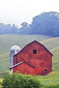 I like the different patterns of the wood on this barn. Very pretty! (mkc via Pat Ryan)