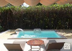 Piscine de petite taille - Piscine XS - Mini-piscine avec une lame d'eau et un bloc technique en inox intégrant une nage à contre-courant. Tous les avantages d'une piscine dans un petit espace.