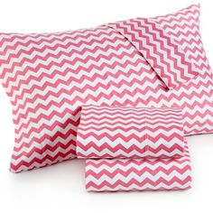 Chevron King 4-pc Sheet Set, 300 Thread Count 100% Cotton ($70) ❤ liked on Polyvore featuring home, bed & bath, bedding, bed sheets, coral, chevron sheet set, extra long twin bedding, cotton bed sheet set, zigzag bedding and zig zag bedding