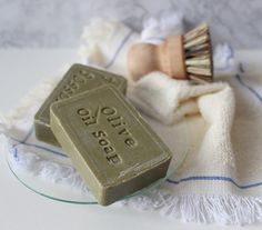 Hacks And Tips For A Great Smelling Bathroom Hacks And Tips For A Great Smelling BathroomHere are some amazing tips and ideas for making your bathroom smell fantastic. Diy Home Cleaning, Household Cleaning Tips, Cleaning Recipes, House Cleaning Tips, Diy Cleaning Products, Bathroom Cleaning Hacks, Toilet Cleaning, House Smell Good, Linen Spray