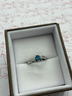 Bague en or blanc avec diamant bleu Sapphire, Rings, Jewelry, Accessories, Jewlery, Jewerly, Ring, Schmuck, Jewelry Rings