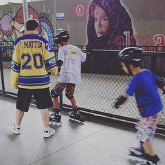 #tbt pra quando juntava patinação e ensino :D  throwback to when I could mix #skating and teaching :D #brasiltemhoquei #hockey #hockeyschool #rj