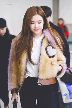 Oh, Rose that is an adorable coat! Blackpink Fashion, Daily Fashion, Korean Fashion, Yg Entertainment, K Pop, South Korean Girls, Korean Girl Groups, Jenny Kim, Rose And Rosie
