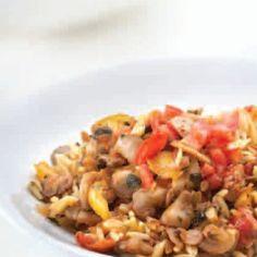 Κριθαράκι με λαχανικά και τριφτή ντομάτα Greek Cooking, Pasta Salad, Risotto, Macaroni And Cheese, Ethnic Recipes, Food, Drink, Gastronomia, Crab Pasta Salad