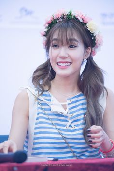 Tiffany Hwang (티파니 황) of Girls' Generation (소녀시대) 💜💜 I'm so in love her!! Fany has such a beautiful and bright smile!! 😘