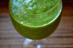 Ranní smoothie: špenát a banán ~ Ze zahrady do kuchyně morning breakfast: spinach & banana http://zezahradydokuchyne.blogspot.cz/2014/01/ranni-smoothie-spenat-banan.html