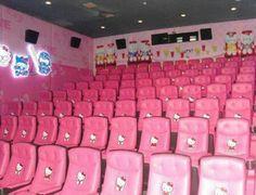 El teatro es rosada. Me gusta jugar video juegos en el teatro.