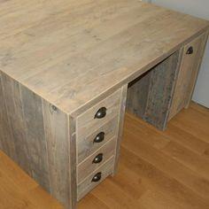 Bureau met 8 schuiven en 2 deurtjes in gebruikt steigerhout