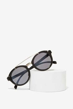 Throwin' Shades | Shop What's New at Nasty Gal