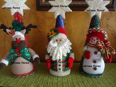 conos navideños Christmas Fabric, Christmas Crafts, Xmas, Christmas Ornaments, Wooden Crafts, Diy And Crafts, Arts And Crafts, Christmas Party Snacks, Christmas Wine Bottles