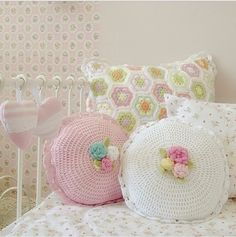 Pastel African flower & round crochet cushions @ sweetelishome