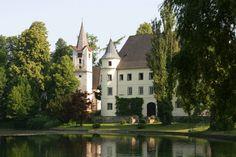 Schloss Hagenau, Innviertel, Austria Austria, Mansions, House Styles, Home Decor, You Are Awesome, Baptisms, Decoration Home, Manor Houses, Room Decor