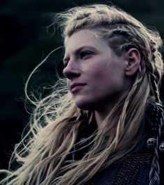Lagertha from Vikings Tv Show on the History Channel. Oh how long this wil. Lagertha from Vi Vikings Lagertha, Ragnar Lothbrok, Norse Vikings, Floki, Vikings Tv Show, Vikings Tv Series, Cheveux Lagertha, Lagertha Hair, Katheryn Winnick