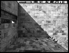 arch . Aldo Rossi  Monumento a Sandro Pertini  Milano, Piazza Croce Rossa (Via Montenapoleone/Via Manzoni)  1988/1990