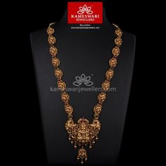 Traditional gold necklaces for women from the house of Kameswari. Shop for antique gold necklace, exquisite diamond necklace and more! Gold Temple Jewellery, Gold Rings Jewelry, Gold Jewellery Design, Bridal Jewelry, Antique Jewellery, India Jewelry, Necklace Online, Jewelry Patterns, Necklace Designs