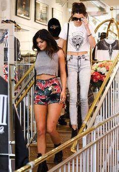 Kendall Jenner shows off her tiny waist in crop top as she models new PacSun collection with sister Kylie Bruce Jenner, Kris Jenner, Kylie Jenner Modeling, Kendall And Kylie Jenner, Kendall And Kylie Clothing, Jenner Girls, Kardashian Style, Her Style, Celebrity Style