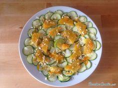 Aprende a preparar ensalada de calabacín crudo con esta rica y fácil receta.  Las ensaladas con ingredientes crudos mantienen todas las propiedades y vitaminas de lo...