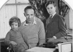 Leslie, Leslie Ruth and Ronald Howard, 1928 Leslie Howard, London United Kingdom, The Future Of Us, The New Yorker, Classic Films, Vintage Hollywood, Famous Faces, The Man, Home