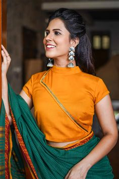 Shop: Trendy and Stylish Latest Blouse Designs There are several latest blouse designs that are introduced in the market that has more demand. Check out some of these trendy blouse designs. Blouse Back Neck Designs, Fancy Blouse Designs, Stylish Blouse Design, Design For Blouse, Blouse Models, Collor, Kurti Designs Party Wear, Beautiful Blouses, Sarees