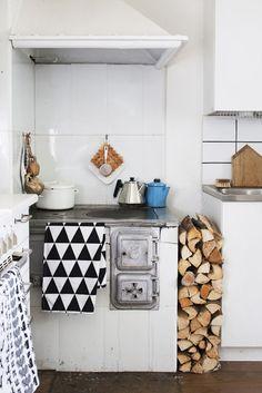 Cute Finnish kitchen. Scandinavian Deko.