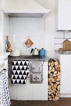 Cute Finnish kitchen. Scandinavian Deko.