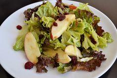 Ensalada de lechugas con manzanas y cacahuate