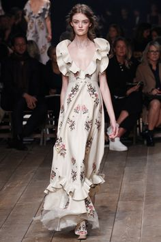 Alexander McQueen Spring 2016 Ready-to-Wear