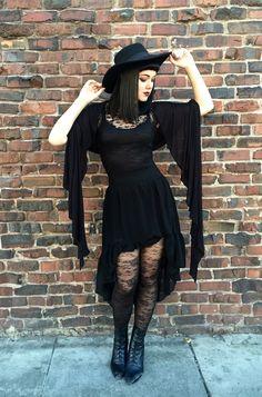 Nice dress--looks comfy. Gotische
