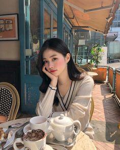 Aesthetic Korea, Orange Aesthetic, Aesthetic Girl, Aesthetic Clothes, Ulzzang Korean Girl, Cute Korean Girl, Ootd Poses, Korean Picture, Cafe Pictures