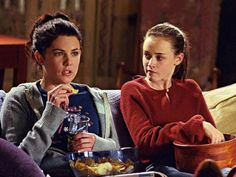 Are You More Like Lorelai or Rory Gilmore? Are You More Like Lorelai or Rory Gilmore? Stars Hollow, Estilo Rory Gilmore, Lorelai Gilmore, Rory Gilmore Style, Lauren Graham, Pop Culture References, Alexis Bledel, Norma Jeane, Best Tv