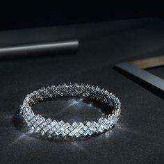 """Mi piace"": 29.1 mila, commenti: 145 - Cartier Official (@cartier) su Instagram: ""Brilliance around your wrist. #CartierDiamonds #CartierKnowHow #Cartier #Diamonds"""