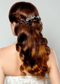 félig leengedett esküvői frizurák