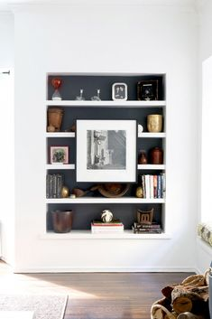 Love this spin on bookshelf styling! Home Tour: A Santa Monica Traditional With a Modern Design via Domaine Home Interior, Interior Styling, Interior Decorating, Interior Design, Decorating Ideas, Interior Modern, Built In Shelves, Built Ins, Painted Shelving